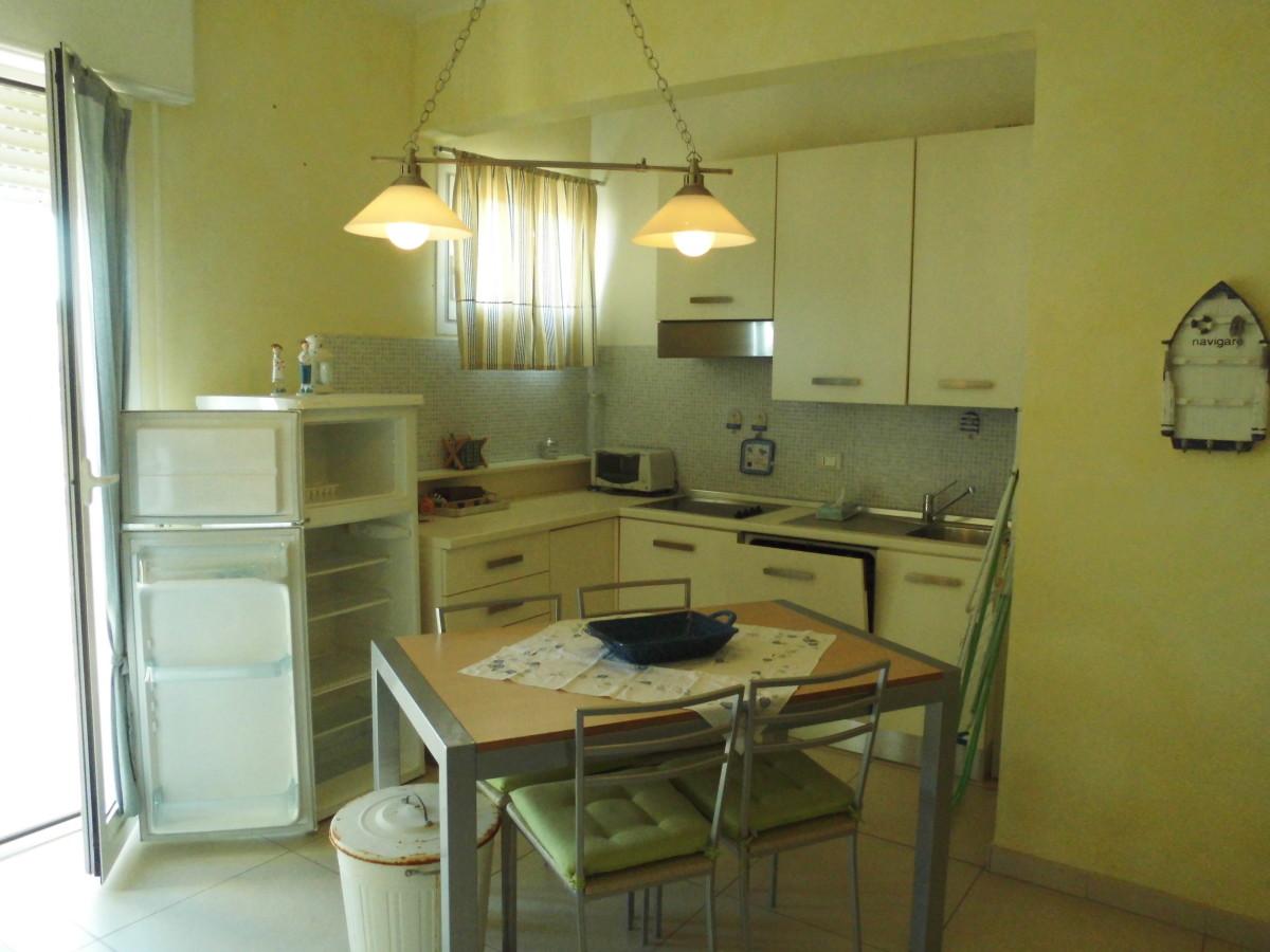 Vendiamo grazioso appartamento ristrutturato con vista mare