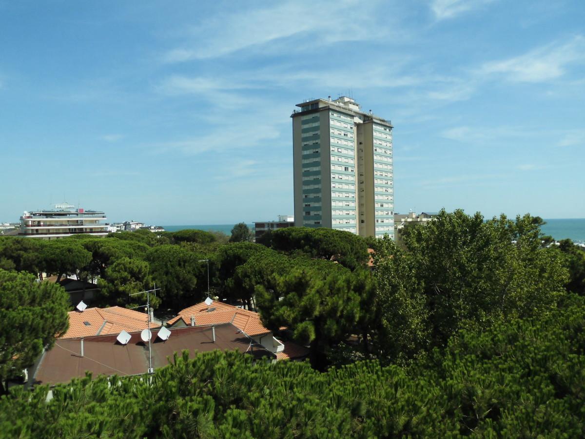Vendiamo ampio appartamento con vista mare