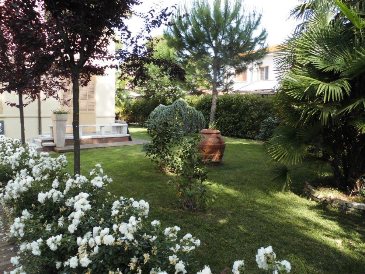 Villa in stile Liberty in vendita a Milano Maritima