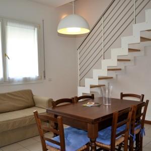 Affittiamo grazioso appartamento a pochi passi dal mare