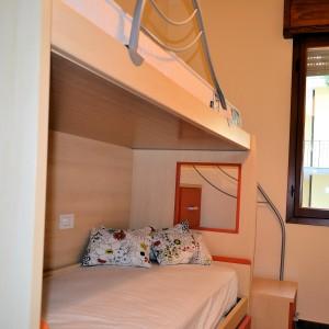 Vendiamo spazioso appartamento ristrutturato adiacente alla spiaggia