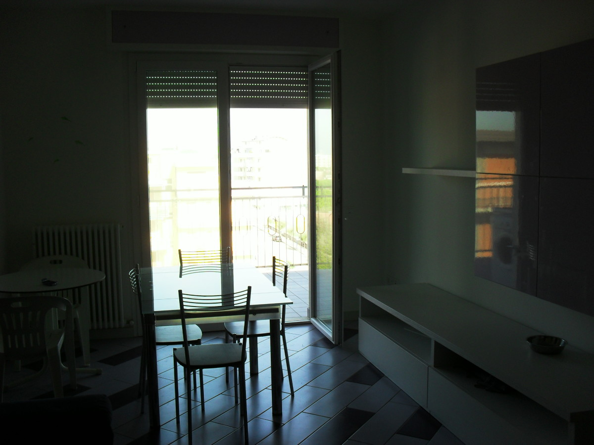 Vendiamo ampio appartamento vista mare