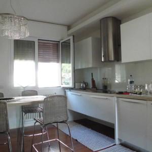 Affitiamo lussuoso appartamento in zona tranquilla