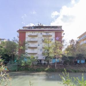 TRILOCALE CON AFFACCIO SUL CANALE