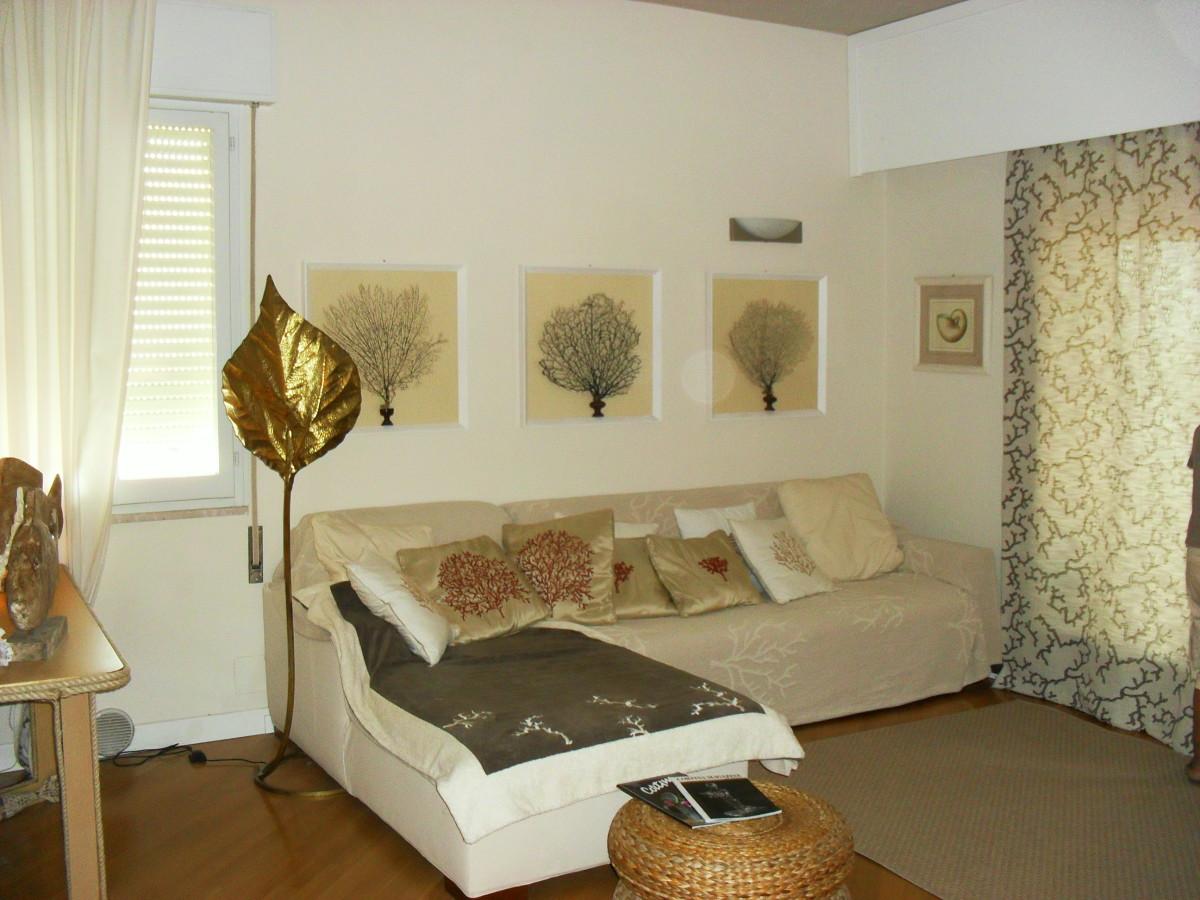 Vendiamo vezzoso, elegante attico con vista mare